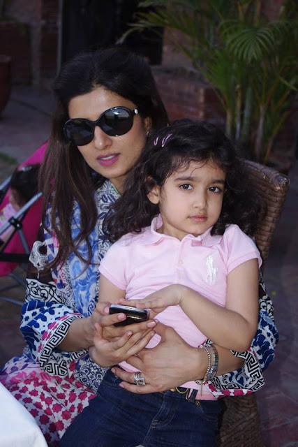 Beautiful Hina Rabbani Khar With Her Daughter