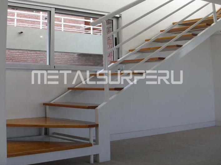 Escaleras de metal metalsur peru for Escaleras metalicas para casa