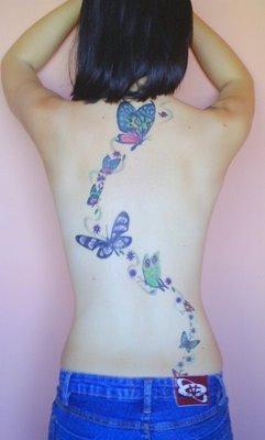 Tatuagem Feminina Fila De Borboletas Nas Costas