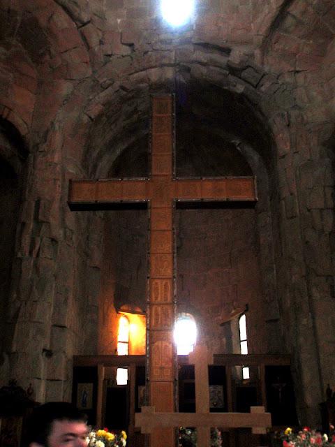 Крест в грузинском храме