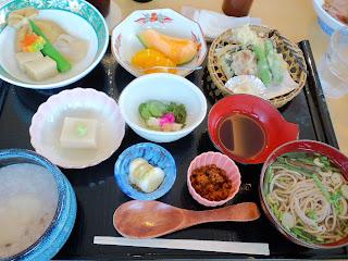 写真:中尊寺での昼食