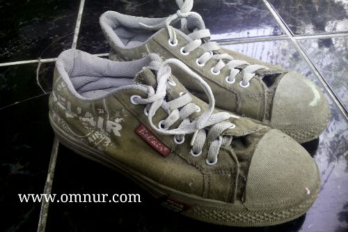 Memakai Model Sepatu Keren Harga Murah