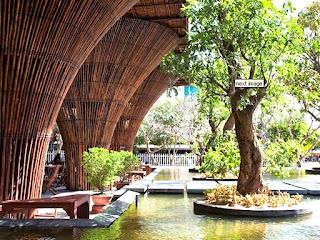 Contoh Desain Cafe Bertema Bambu