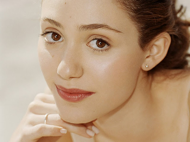 Emmy Rossum Biography and Photos