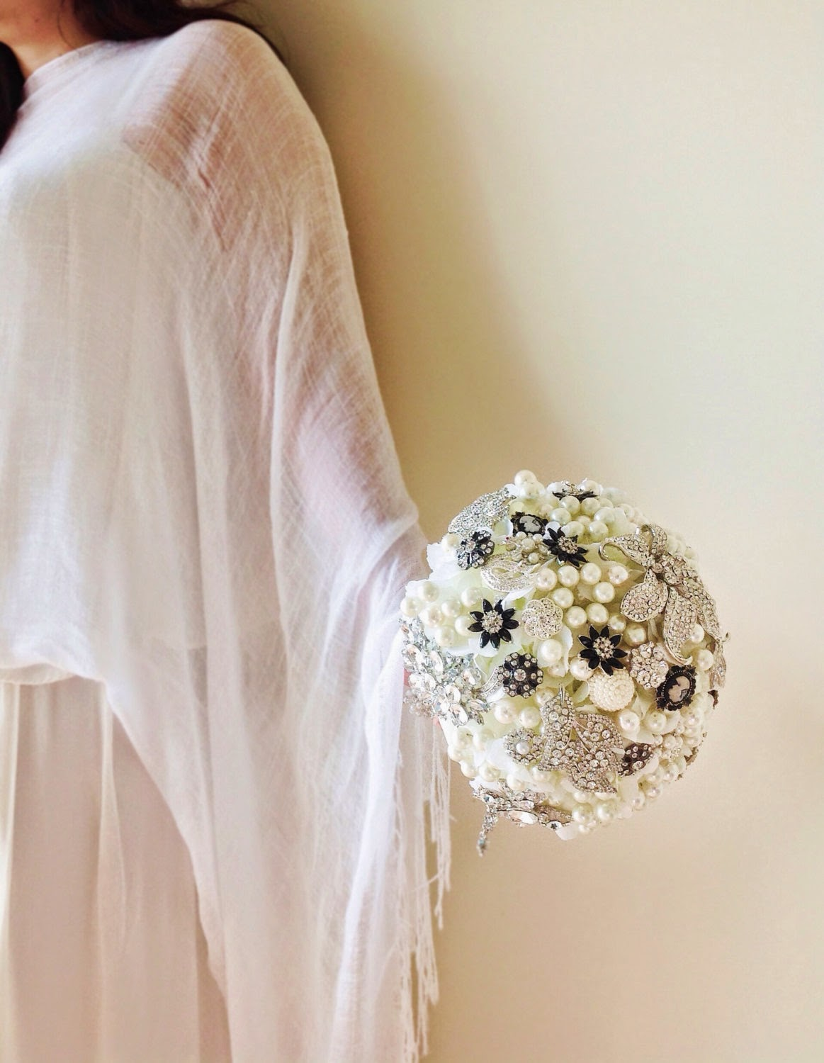 Brooch and pearl bouquet