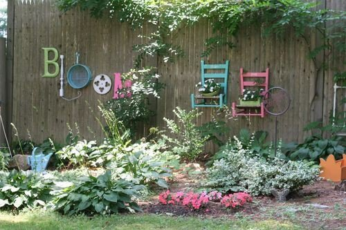Gentil Also You Can Suspend A Number Of Lawn Instruments That You Could Color In A  Variety Of Colors. Listed Below Are Twenty Five Amazing Build It Yourself  Kennel ...