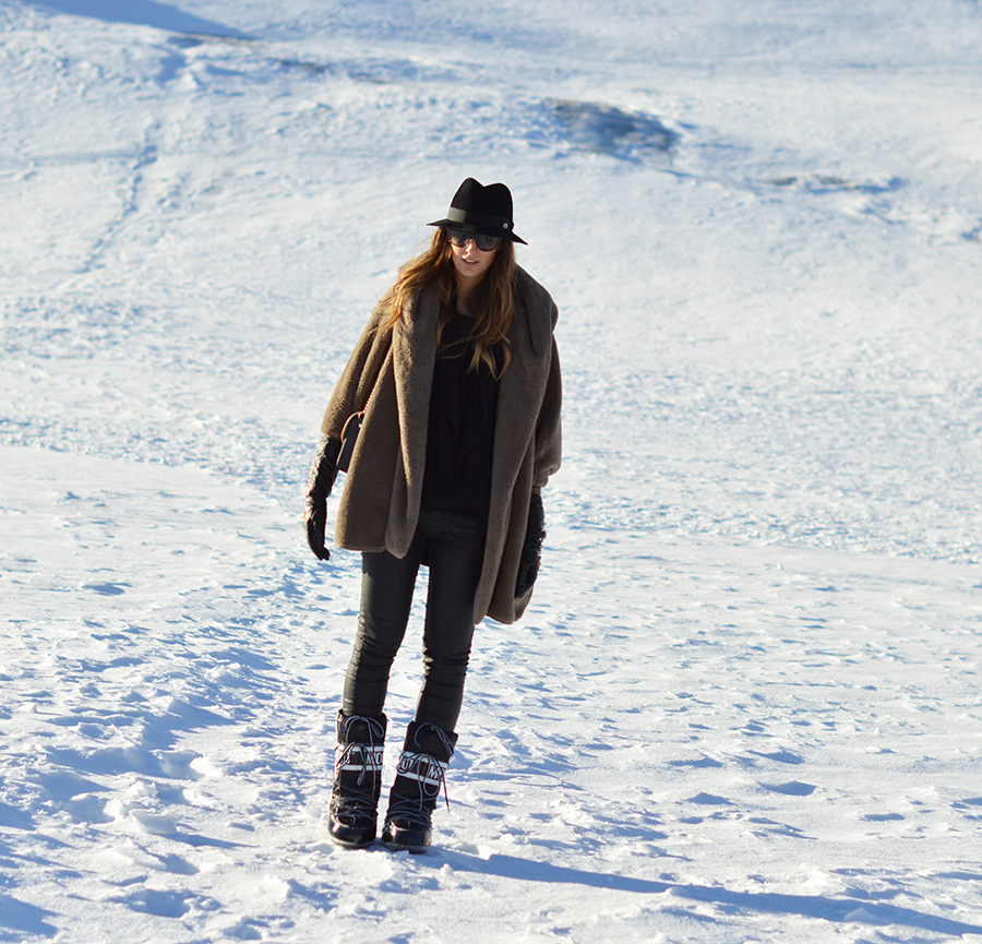 livigno, fashion blogger livigno moon boot, givenchy obsedia bag, elisa taviti fashion blogger, panizza hat, winter look, winter outfit fashion blogger, sheinside coat