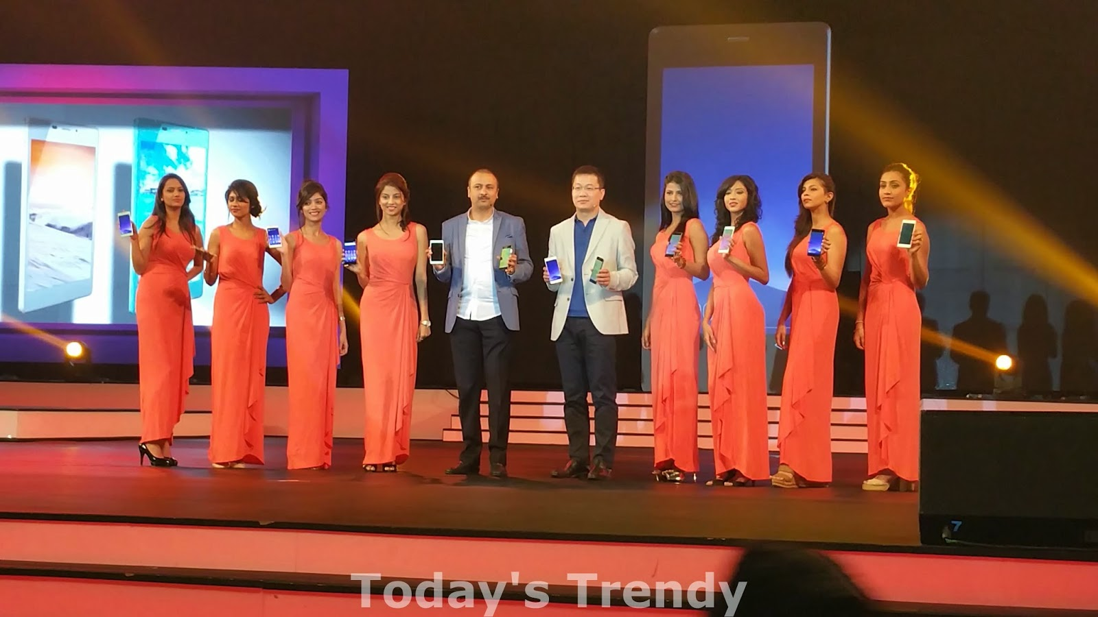 Arvind and William launching the Gionee Elife S7 in Hyderabad, India