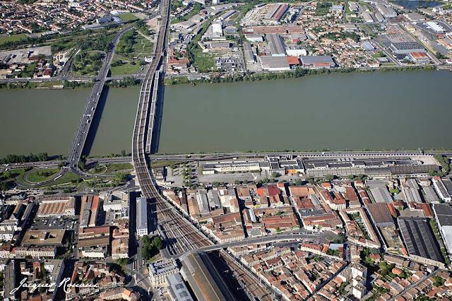 Bordeaux photo a rienne la france vue du ciel au coeur de bordeaux euratlantique - La table du quai bordeaux ...