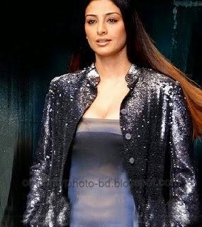 Indian Actress Tabu Unseen Hot Cleavage Show Photos In Saree And Salowar Dresses