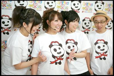 Meremas Payudara untuk Kampanye Anti AIDS di Jepang