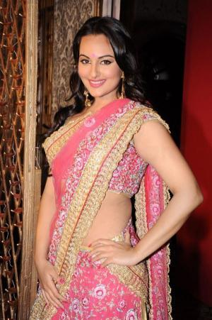 Sonakshi Sinha Walks for Maheka Mirpuri Fashion Show
