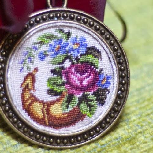 кулон, украшения с вышивкой petit point - автор Екатерина Пинчук