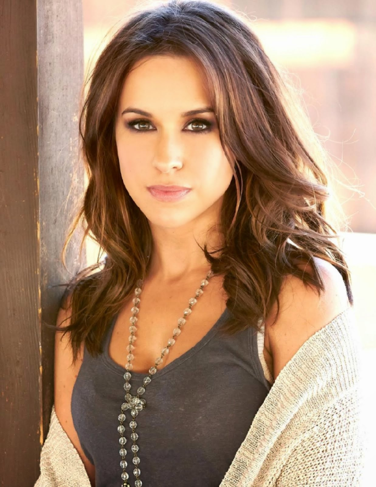 Lacey Chabert Follows Geno's World On Twitter