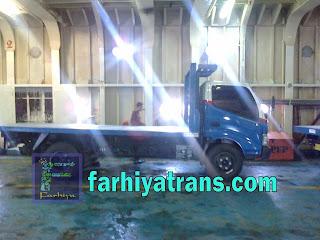 kirim truk dengan kapal laut