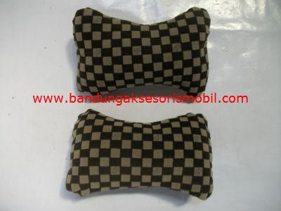 Bantal Kepala LV Kotak - Kotak Coklat (Per 2 Pcs)