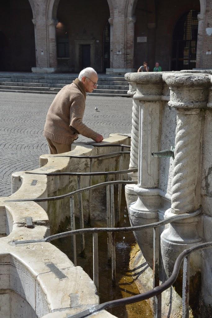 Piazza Cavour Rimini water