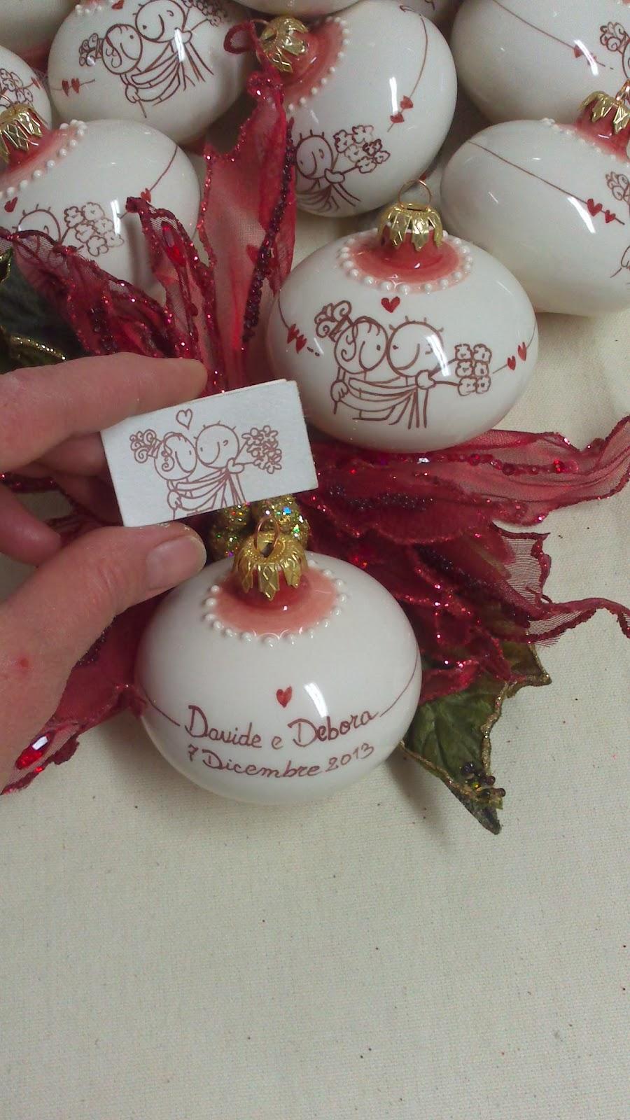 Molto ceramica come mestiere: Pallina di Natale con sposi. Bomboniera  JO26