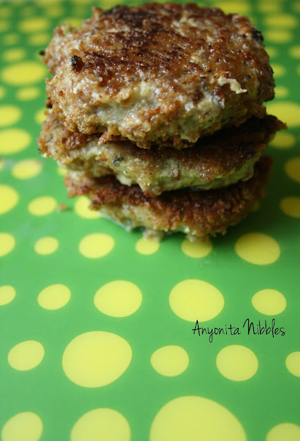 A stack of Thai green curry fishcakes from www.anyonita-nibbles.com
