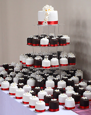 Mini Wedding Cakes with top cutting cake