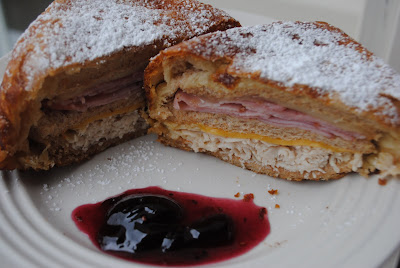 Monte Cristo: delicious, easy monte cristo recipe using crescent rolls! #copycat