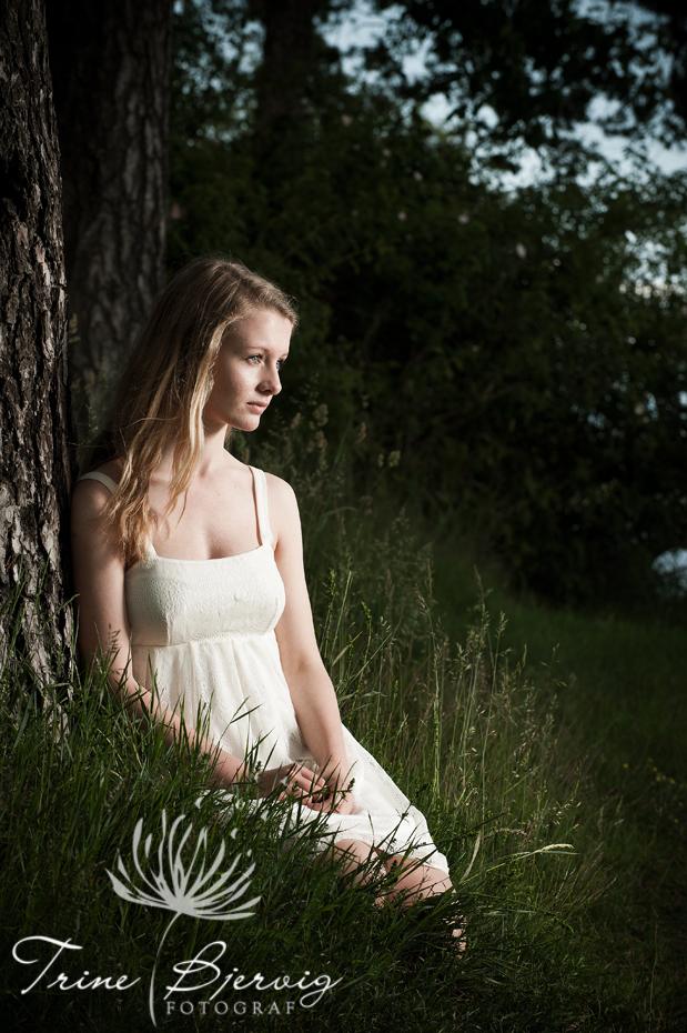 Konfirmasjonsbilder av jente - Fotograf Trine Bjervig, Tønsberg, Vestfold