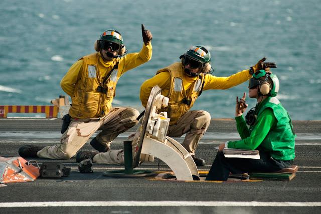 Porta-aviões (M570 - 43PM/2011)  U.S.-Navy-photo-by-Mass-Communication-Specialist-3rd-Class-Benjamin-CrossleyReleased