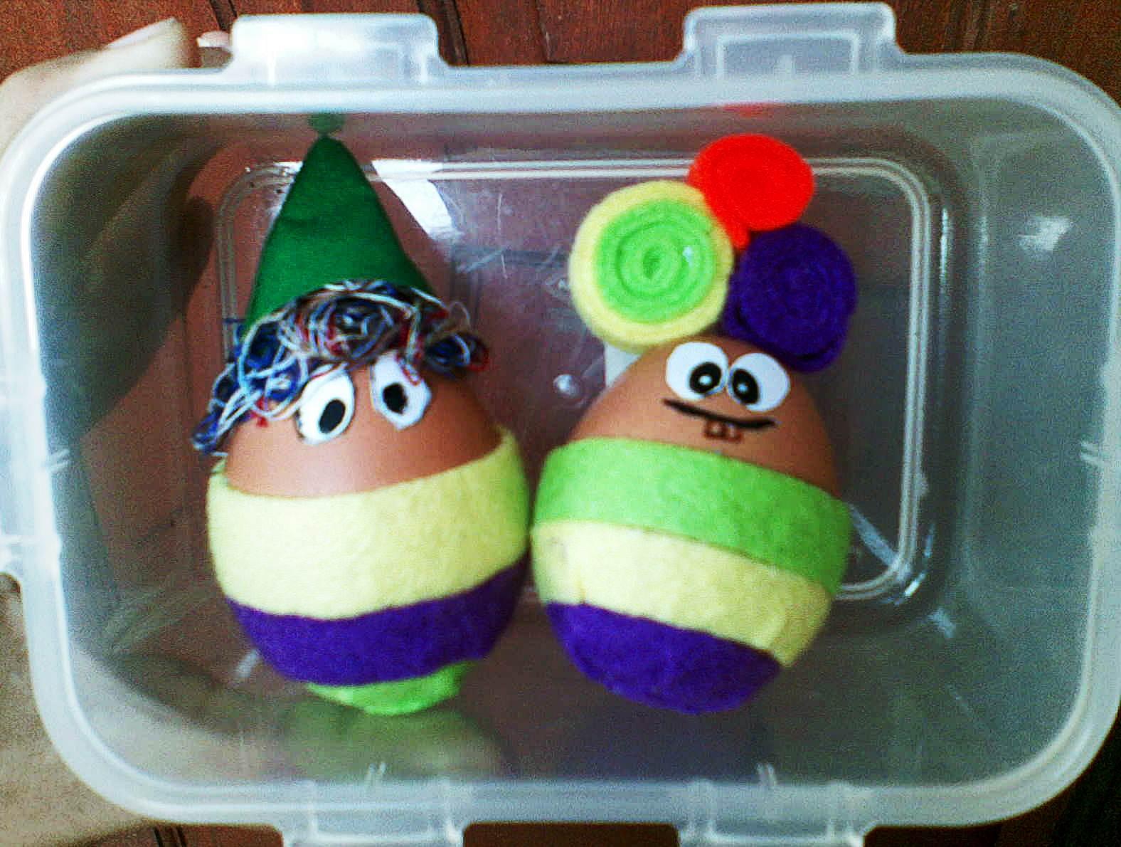 ... telur paskah dan inilah hasil pekerjaan kita bertiga gue nyokap dan