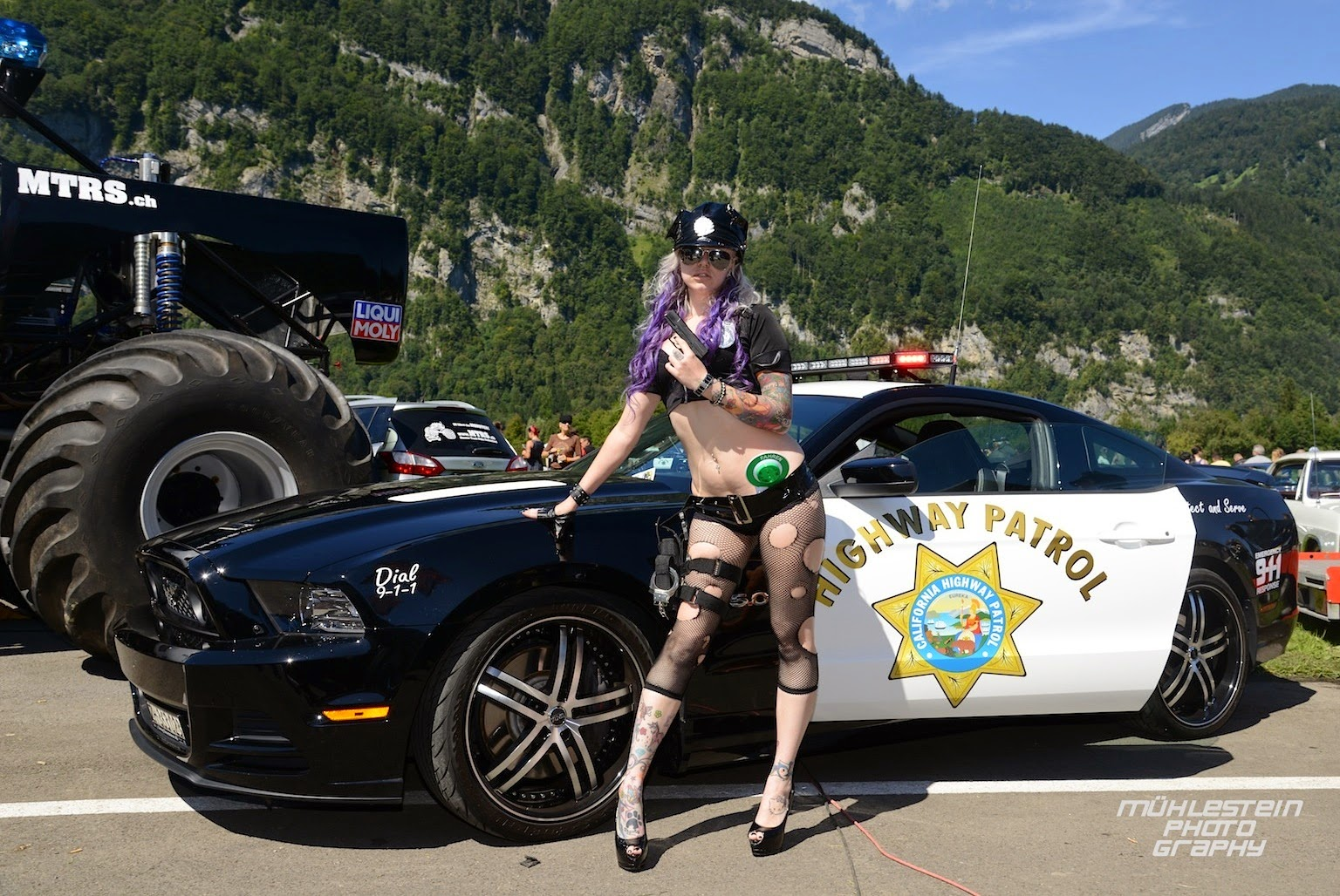 burn out mollis 2014 us car amp bike festival california highway patrol police girls with officer