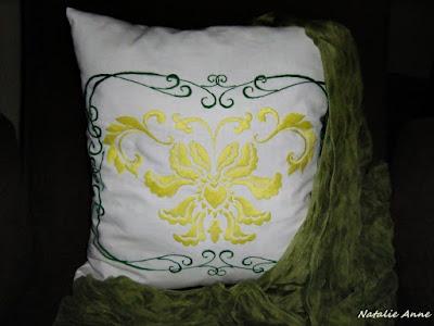 """Poduszka """"pałacówka"""" nr 1 / Pillow with ornamental motif No. 1"""