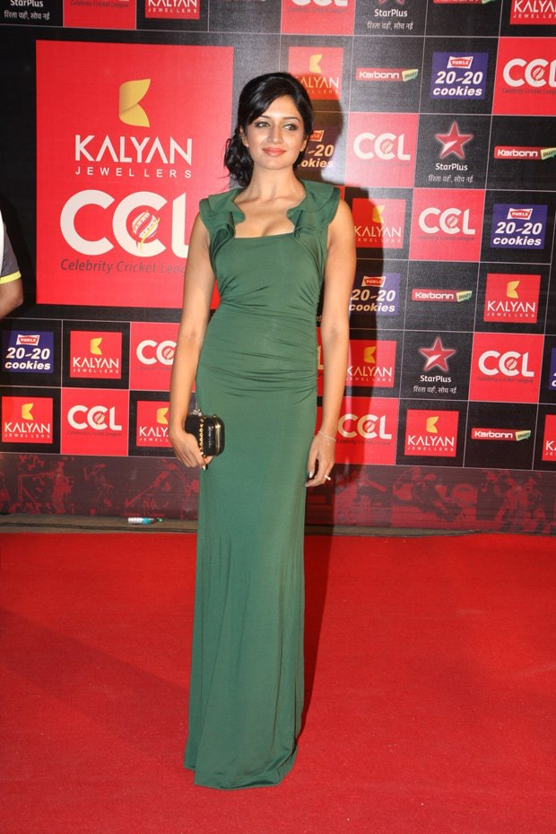 hot actress at ccl 3 curtain raiser photos