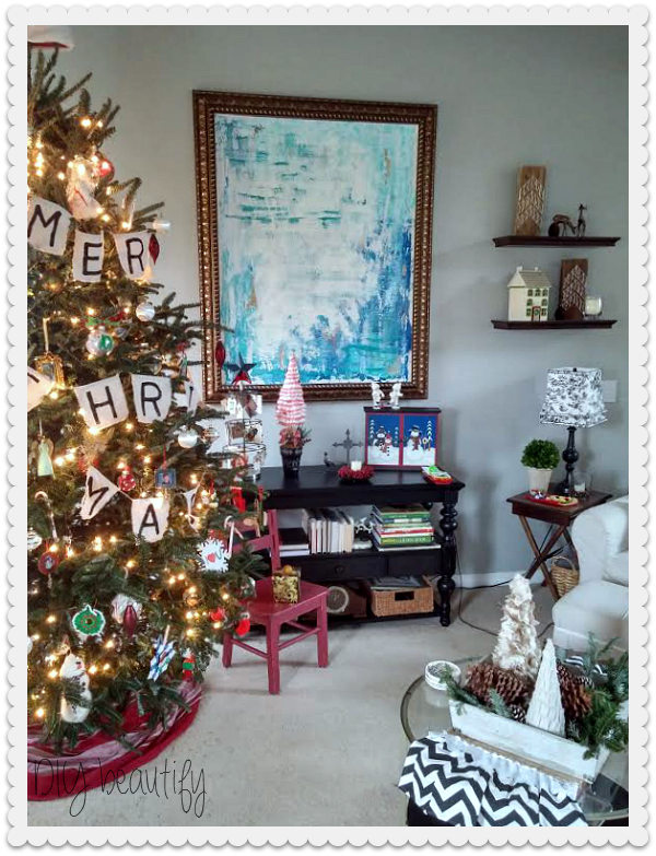 Decorating for Christmas at www.diybeautify.com