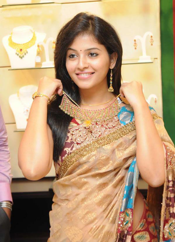 South Indian Telugu Actress Anjali at Malabar Gold New Showroom ...