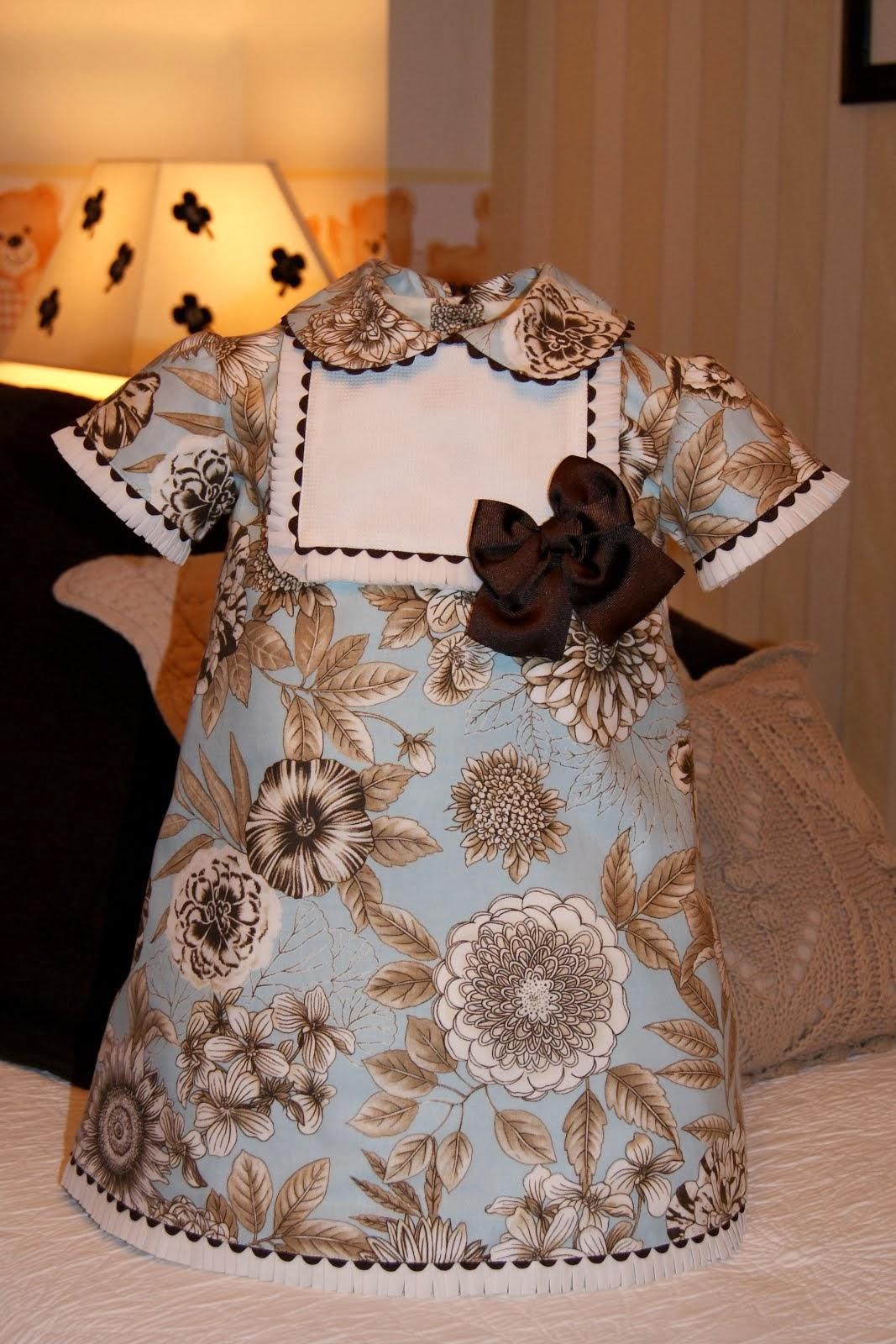 Vestido azul con flores  marrón chocolate