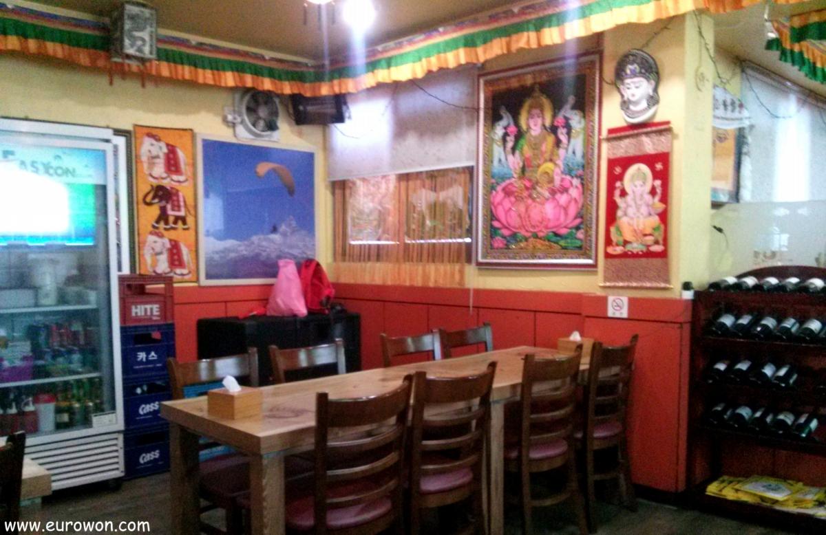 Decoración de un restaurante nepalí en Corea del Sur