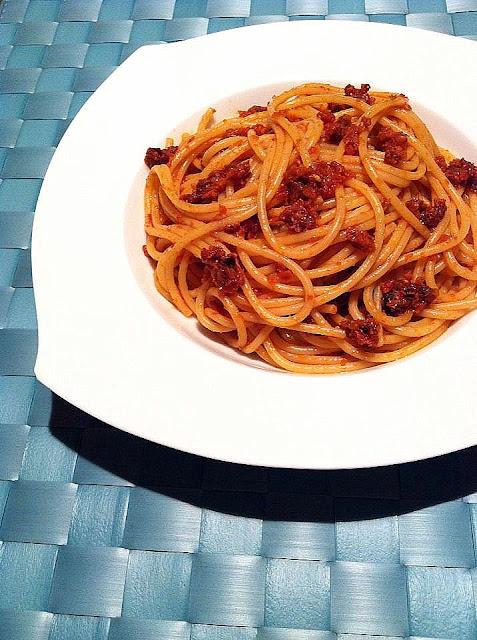 Espaguetis a los dos tomates
