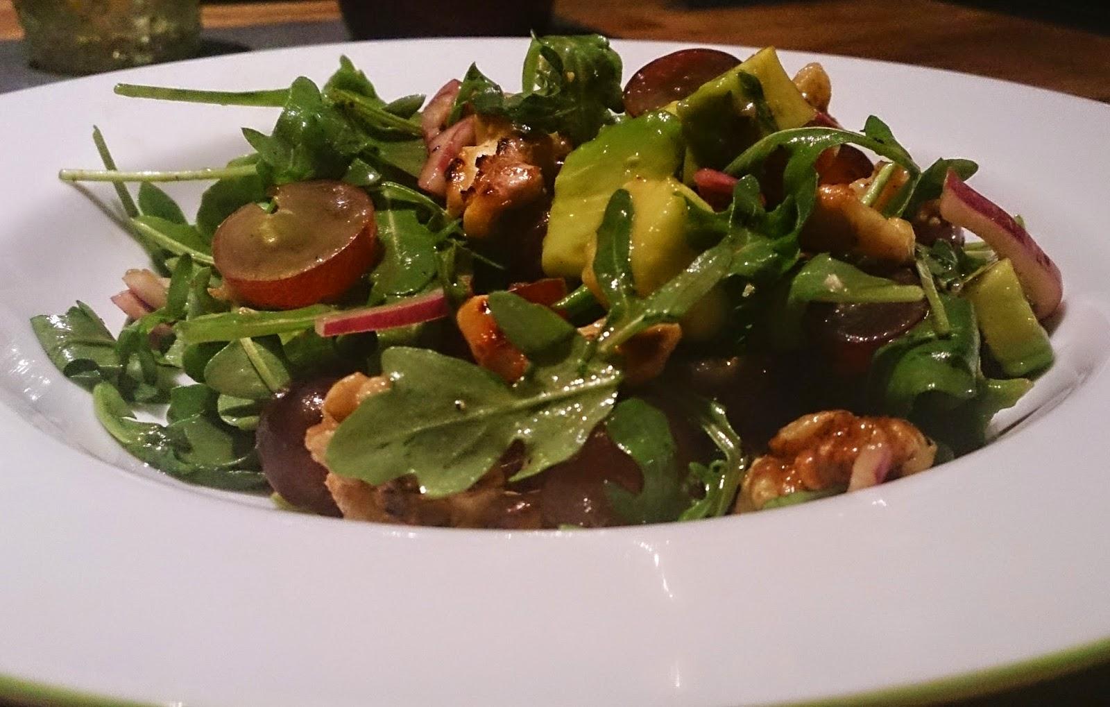 girlietrash schnelles feierabendrezept rucola salat mit avocado und waln ssen. Black Bedroom Furniture Sets. Home Design Ideas