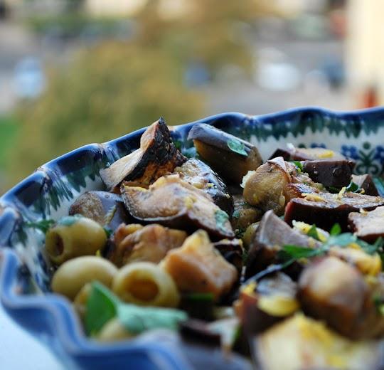 Sałatka z bakłażana, kaparów i cytryny