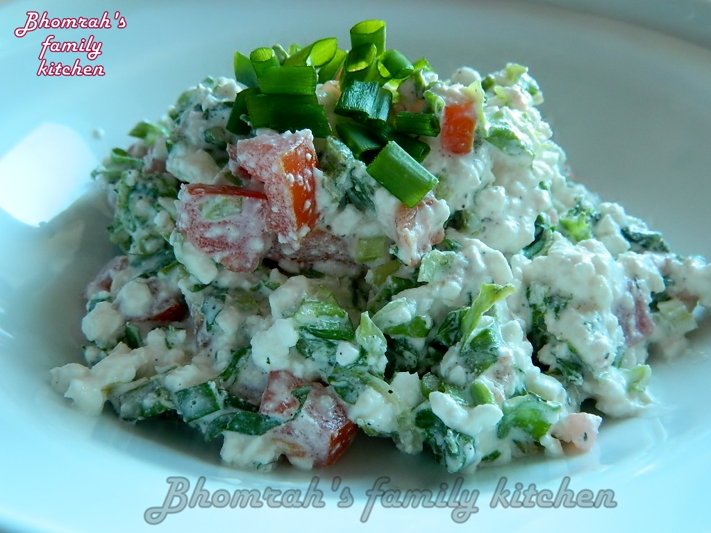 Bites from our kitchen corner: Tomato-cottage cheese salat