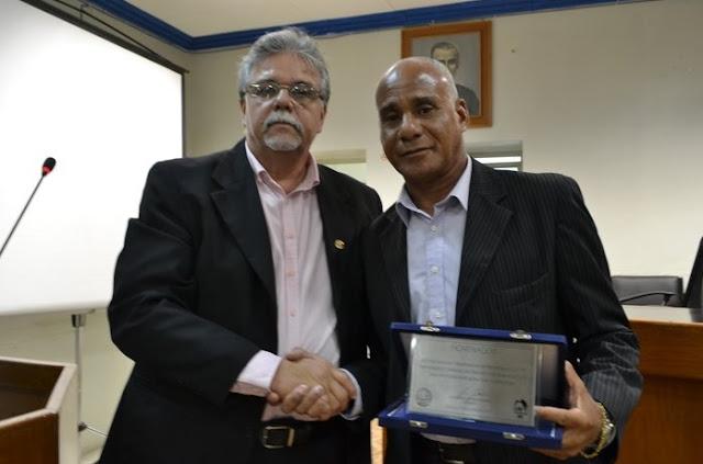 http://www.blogdofelipeandrade.com.br/2015/06/goiana-leo-e-reeleito-presidente-do.html