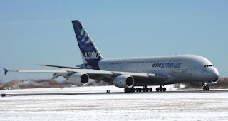 Airbus+A380+arrival+on+runway.jpg