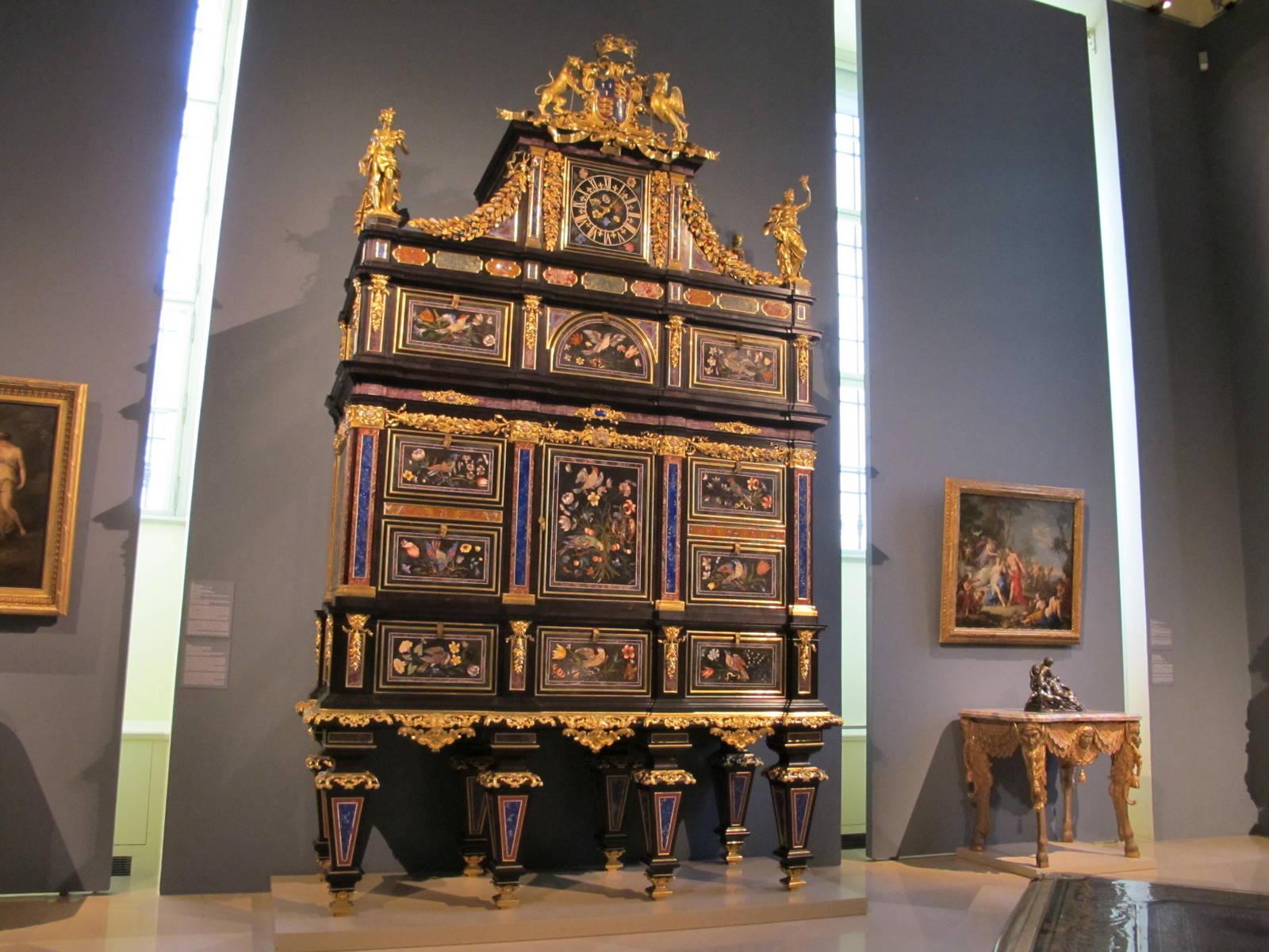 Restaurata los muebles m s caros de la historia for Muebles la favorita