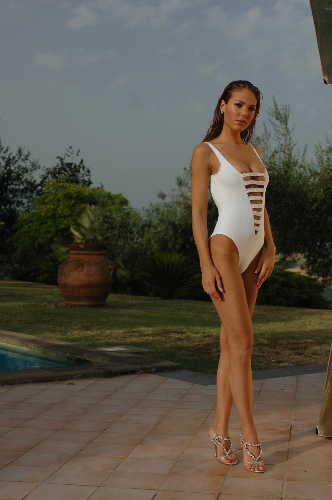 http://3.bp.blogspot.com/-xBlEd8HwGh8/Ttpuj3ZvXkI/AAAAAAAAAKw/IlYPIpqKF94/s1600/Ilary%2BBlasi%2B%257E%2BSwimwear%2Bphotoshoot%2B35.jpg