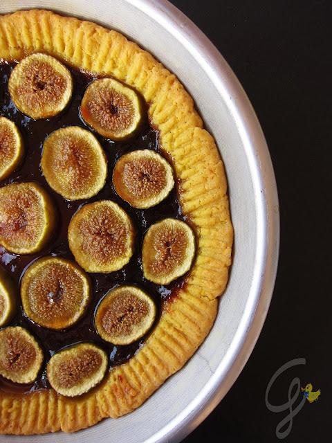 Crostata di fichi con confettura di albicocche, cannella e frolla all'olio