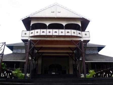 gambar rumah adat jawa on Rumah Adat Betang Kalimantan
