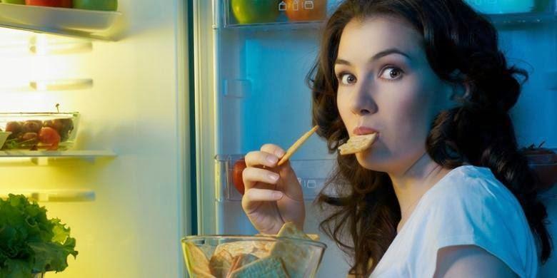 7 Makanan dan Minuman yang Baiknya Tidak Dikonsumsi Sebelum Tidur