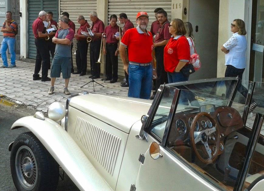 Banda da cidade de Serra Negra recepciona a turma do MP Lafer.