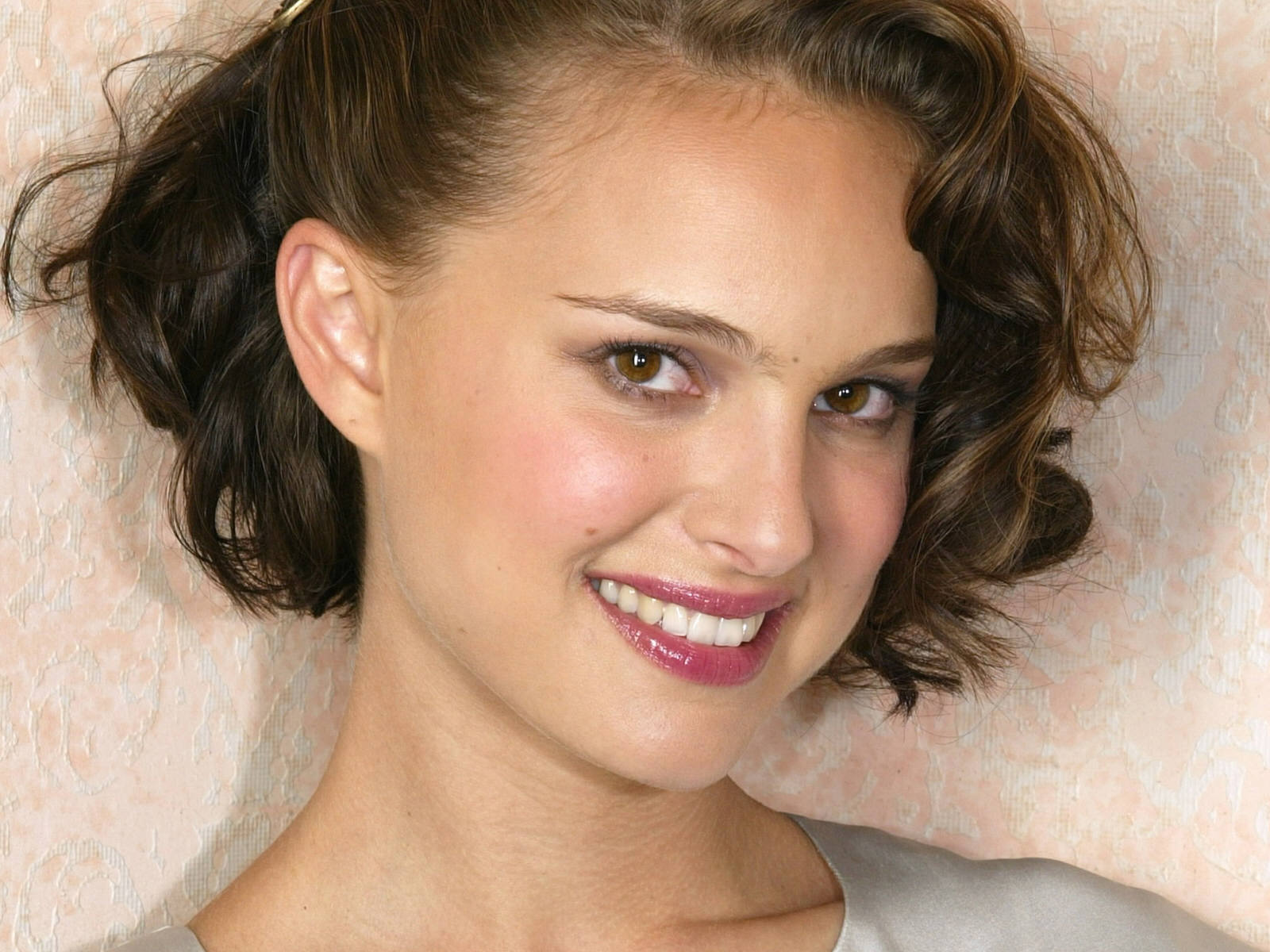 http://3.bp.blogspot.com/-xC3vaOYHh6k/Tt-k6vZ343I/AAAAAAAAC04/zU7kleP4qSo/s1600/Natalie_Portman_lips_Photo_Shoot_Wallpaper.jpg