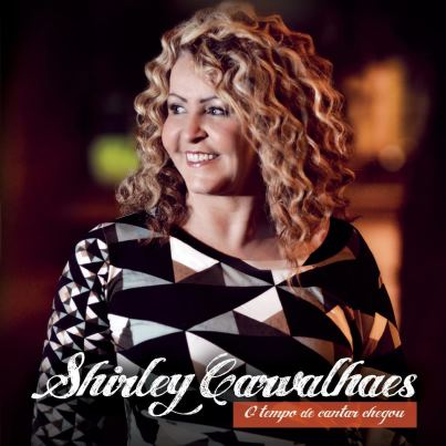 "Capa oficial do CD ""O tempo de cantar chegou"" de Shirley Carvalhaes"