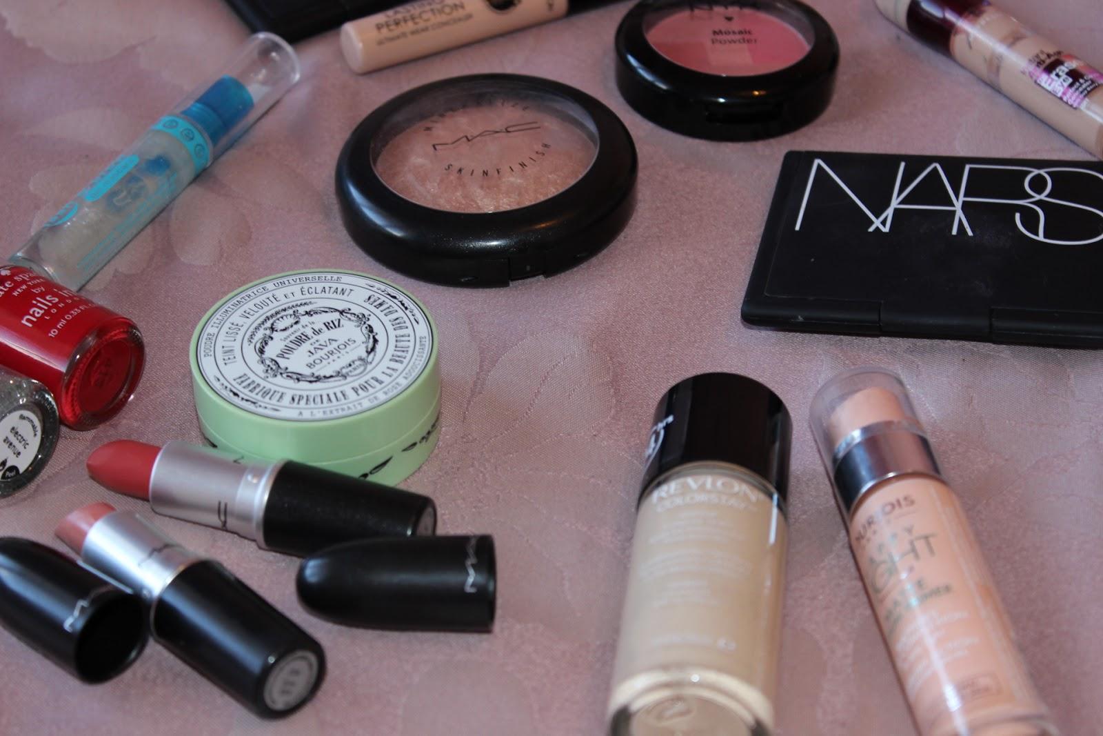 Travel Makeup Contents